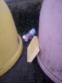 Odpadky v Rozstání u COOPu.